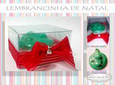 Caixinha de Acetato com um lindo sabonetinho de Papai Noel com cheirinho a escolher e um lindo lacinho vermelho em clima de Natal!  Encomende já o seu!