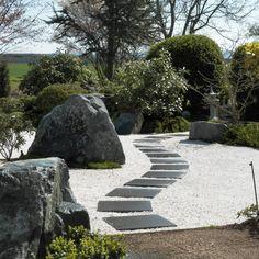 Garten Gestaltung Asiatischer Stil Steinplatten Hoch Gras ... Gartengestaltung Zen Garten