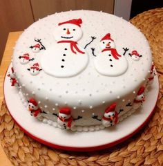 Frosty the snowman cake Christmas Cake Designs, Christmas Cake Decorations, Christmas Cupcakes, Christmas Sweets, Christmas Cooking, Holiday Cakes, Xmas Cakes, Christmas Snowman, Christmas Ideas