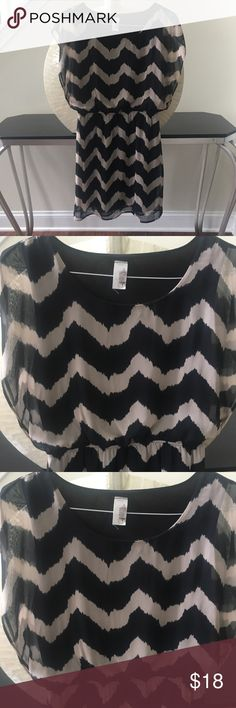 Black chevron dress with cap sleeves In excellent condition with no flaws! Adorable black and brown chevron dress with cinched waist. Thanks for looking and make an offer.💕 Dresses Midi