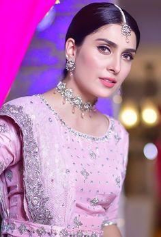 Pakistani Dress Design, Pakistani Dresses, Pakistani Suits, Ayeza Khan Wedding, Pakistan Pictures, Cutest Couple Ever, Pakistan Fashion, Cute Girl Poses, Stylish Girl Images