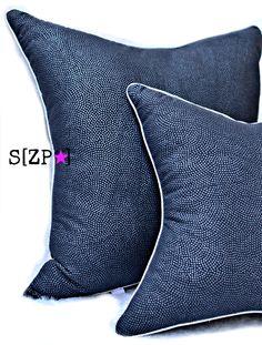 Coussin original carré cassé en pointes, en coton carbone pois argent, passepoilé argent 35-35 cm : Textiles et tapis par shirleyzepap