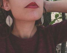 Mira este artículo en mi tienda de Etsy: https://www.etsy.com/listing/253559298/haunted-purple-and-green-leaf-earrings