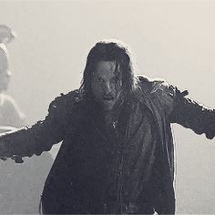 (Gifs) some awesome Aragorn moments <3 You will never be as cool as he is.