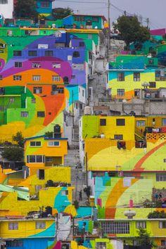 Street Art – Des artistes mexicains repeignent un quartier entier avec l'aide des habitants