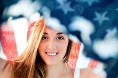 High School senior portrait with American Flag of July Senior Portrait Shoo Senior Portraits Beach, Senior Portrait Photography, Portrait Poses, Photography Poses, Portrait Lighting, Inspiring Photography, Senior Session, Senior Photos, Photography Tutorials