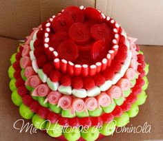 #tarta de #chuches para #comuniones #rojos #verdes #moras #nubes #marsmallow #regalices www.milhistoriasdegominola.com