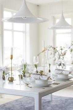 I påsk vill vi på Homespo duka våra bord ljust och krispigt med en hint av grönt. Inspireras av vår enkla och stilrena dukning...