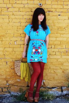 love the bright dress with the wine colored tights!!! Her whole look is just adorable!!