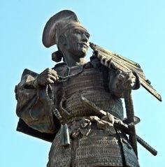 Statue of Oda Nobunaga which stands at Kiyosu Castle #Samurai