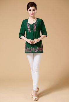 Blusón Verde con bordados en el Canesú y bordes. Red Blouses, Shirt Blouses, Blouses For Women, New Fashion, Womens Fashion, Embroidered Clothes, Blouse Online, Chinese Style, Black Blouse