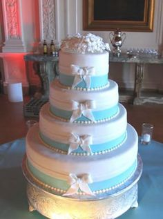 Tiffany blue wedding cake. - Perfect for a blue/white themed wedding!