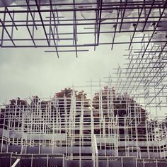 View from inside the Sou Fujimoto pavilion at the Serpentine Gallery. View from inside the Sou Fujimoto pavilion at the … Amazing Architecture, Architecture Design, Installation Art, Art Installations, Frieze London, Sou Fujimoto, Pavilion Design, Parametric Design, Public Art