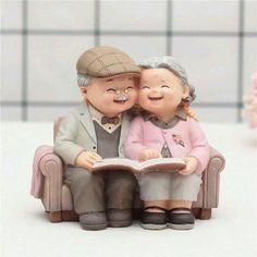 تلك البيوت القائمة على الحب دافئة آمنة هادئة .. تنسيك تعب الأيام وتستريح فيها من ضجة الدنيا .. أحيوا بيوتكم بالحب Romantic Love Couple, Sweet Couple, Gifts For Art Lovers, Lovers Art, Old Couples, Couples In Love, Old Man Birthday, Wedding Gifts Online, Cute Love Pictures
