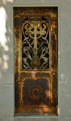 French door. This is so GORGEOUS! Montparnasse Cemetery.