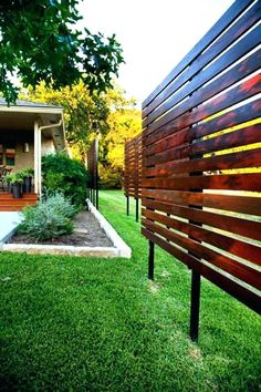 Enjoy your relaxing moment in your backyard, with these remarkable garden screening ideas. Garden screening would make your backyard to be comfortable because you'll get more privacy. Privacy Fence Designs, Privacy Landscaping, Privacy Fences, Landscaping Ideas, Landscaping Software, Lattice Privacy Fence, Privacy Fence Decorations, Privacy Trellis, Lattice Screen