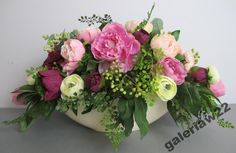bukiet na komode - Szukaj w Google Floral Wreath, Wreaths, Google, Flowers, Home Decor, Floral Crown, Decoration Home, Door Wreaths, Room Decor