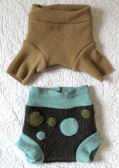wool soakers- cute decs and good cuffs Diaper Cover Pattern, Cloth Diaper Pattern, Cloth Diaper Covers, Cloth Nappies, Crochet Baby Cardigan, Crochet Baby Booties, Crochet Hats, Blanket Crochet, Couches