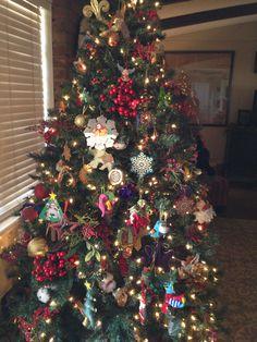 Family room tree with many memories