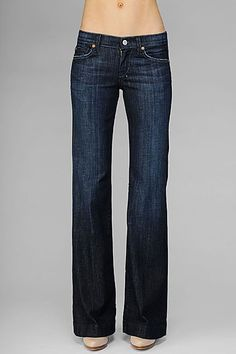 Seven trouser jeans. skinny jeans are for stick figures. Trouser jeans are classy! 7 Jeans, Trouser Jeans, Best Jeans, Work Trousers, Pants, Look Fashion, Womens Fashion, Jeans Fashion, Fashion Ideas