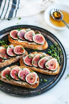 Fig Gorgonzola Bruschetta -A 10 minute appetizer or even breakfast with golden toasted Pugliese fresh fig slices Fig Recipes, Brunch Recipes, Cooking Recipes, Healthy Recipes, Fig Appetizer, Appetizer Recipes, Appetizers, Fig Salad, Fingerfood Party
