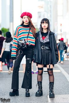 Harajuku girls sporting different dark Japanese streetwear styles while out and about one afternoon. Seoul Fashion, Japan Street Fashion, Tokyo Fashion, Harajuku Fashion, Korean Fashion, Fashion News, Fashion Outfits, Grunge Outfits, Fashion Women