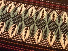 Discover thousands of images about Huck Embroidery / Punto Yugoslavo / Swedish Weaving / Bordado Vagonite Swedish Embroidery, Diy Embroidery, Cross Stitch Embroidery, Cross Stitch Patterns, Embroidery Designs, Needlepoint Stitches, Needlework, Palacio Bargello, Broderie Bargello