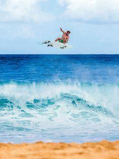 surfsouthafrica: John John Florence, above the lip and above the horizon. Photo: Laserwolf