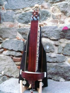 Ghironda tenore liutaio Sergio Verna Hurdy Gurdy, Hammered Dulcimer, Harp, Musical Instruments, Guitars, Musicals, Woodworking, Traditional, Design