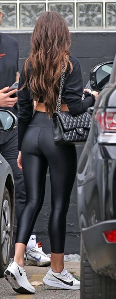 Shiny Leggings, Faux Leather Leggings, Tight Leggings, Leather Pants, Dirndl Dress, Hottest Female Celebrities, Leather Dresses, Sexy Jeans, Women Swimsuits