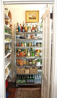 organized closet pantry - I actually have a pantry that could look like this.  Why doesn't it?  Ever?  I love this!