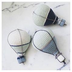 Jeg har lavet en ny kurv til luftballonerne, men kan ikke helt beslutte mig for om den er finere end før?  #crochet#crocheting#hæklet#hækling#hæklerier#diy#kidsdecor#yarn#häkeln#virkat#hekle#hekling#crochetlove#craft#amigurumi#crochetaddict#hekle#virkning#virke