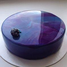 Glossy marble cake by Pretty Cakes, Beautiful Cakes, Amazing Cakes, Marble Cake, Glossier Cake, Cake Cookies, Cupcake Cakes, Galaxy Cake, Mirror Glaze Cake