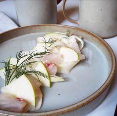Tartare de lieu jaune à l'huile de cardamome Copyright © Gratinez / Arts de la table par La Trésorerie ®