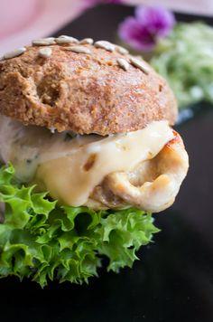 Low Carb knusprige Brötchen als Chicken Burger – Low Carb Köstlichkeiten