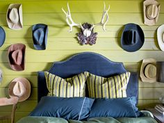 Hanging Western hats around resin antlers (an animal-friendly take on the country icon) made for a lively accent wall in keeping with the rustic setting.