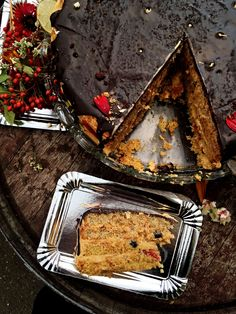 Naked wedding cake. Almond sponge, salted caramel, blueberries and figs.  #weddingcake #mexico #nakedcake
