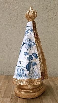 Nossa Senhora Aparecida - imagem de gesso com aproximadamente 20 cm de altura. Acabamento em pintura e decoupage.