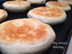 Panecillos de queso sin horno Bread Recipes, Snack Recipes, Cooking Recipes, Snacks, Pan Bread, Bread Baking, Mexican Bread, Pan Relleno, Crepes And Waffles