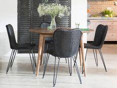 Vincent Sheppard. Christy stole og Berlin bord ø 120, lavet af genbrugs teak. Fåes hos Huset Holmriis i Århus