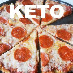 Super simple way to make cauliflower pizza, no squeezing required! Super simple way to make cauliflower pizza, no squeezing required! Comida Diy, Comida Keto, Low Carb Meal, Low Carb Pizza, Diet Pizza, Low Carb Recipes, Diet Recipes, Healthy Recipes, Doce Light
