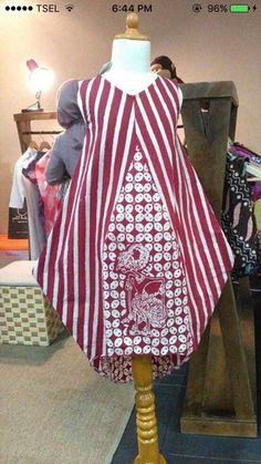 Batik Fashion, Ethnic Fashion, Womens Fashion, Blouse Batik, Batik Dress, Batik Couple, Batik Kebaya, Batik Pattern, Girl Dress Patterns