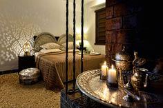 Tyylikäs valaisin yhdessä kauniiden esineiden kanssa - Etuovi.com Ideat & vinkit