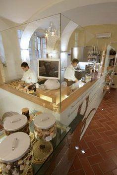 Open Kitchen Restaurant, Bakery Kitchen, Cafe Restaurant, Restaurant Design, Bakery Shop Design, Coffee Shop Design, Cafe Design, Modern Bakery, Small Open Kitchens