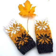 Ravelry: SeptemberPuls / September mitts pattern by MaBe Knitted Mittens Pattern, Knitted Hats Kids, Knit Mittens, Knitted Gloves, Knitting Socks, Kids Knitting Patterns, Knitting For Kids, Knitting Stitches, Baby Knitting