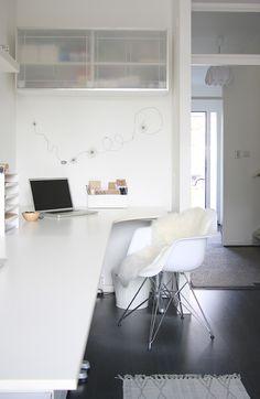 Monochrome Style in a Dutch Family Home. Простота и использование света являются двумя вещями, которые вдохновляют больше всего о скандинавских домах.