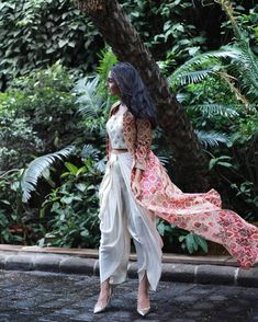 indian fashion Printed Cape Jacket with Classic Dhoti Pants can make you slay as a bridesmaid. Indian Fashion Dresses, Dress Indian Style, Indian Gowns, Indian Designer Outfits, Indian Attire, Indian Wear, Indian Designers, Designer Dresses For Wedding, Kurtis Indian