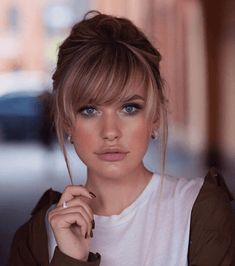 Medium Hairstyles For Thin Hair with Medium Length Bangs How To Cut Bangs, How To Style Bangs, Short Hair With Bangs, Cut Side Bangs, Short Curly Hair, Side Bangs Long Hair, Medium Length Hair With Layers And Side Bangs, Blond Bangs, Layered Side Bangs