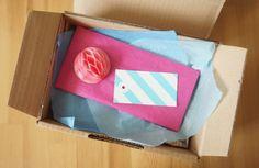 Geschwister Gezwitscher: Pomponöses Päckchen zum Geburtstag