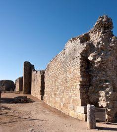 Sabia que a muralha do Baixo-Império de Conimbriga conta com 6m de altura e uma espessura de mais de 3m?